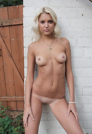 Free Tanned Teen Porn Pictures
